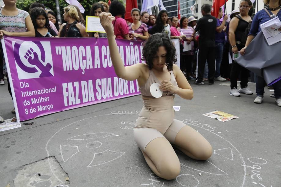 Protesto bloqueou sentido Consolação da Avenida Paulista no início da tarde deste domingo