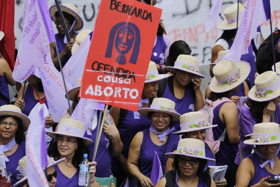 Mulheres realizam protesto na Avenida Paulista marcando o Dia Internacional da Mulher durante a manhã deste domingo