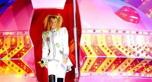 Xuxa em seu famoso disco voador