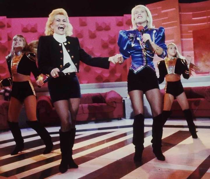 Hebe Camargo recebe Xuxa em seu programa, no fim dos anos 80