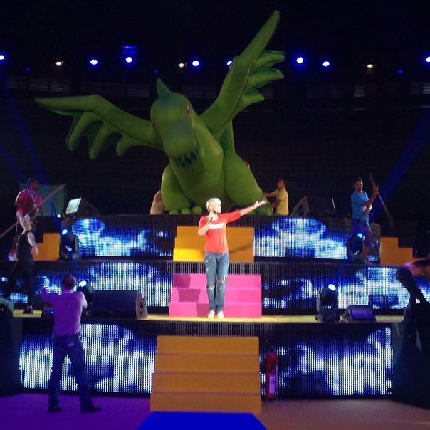 Xuxa durante ensaio geral do espetáculo beneficente <em>A Magia do Natal</em>