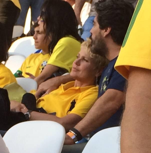 O casal durante a partida da seleção no estádio paulistano