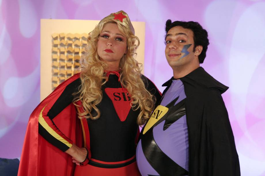 Fantasiada, a apresentadora fez quadro ao lado do ator Marcelo Médici, no TV Xuxa