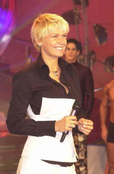"Xuxa apresenta seu programa ""Planeta Xuxa"", em 2002"