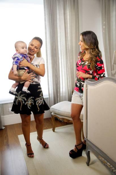 Eliana passou a tarde da terça (24) na casa de Patricia Abravanel, em Alphaville. Aos cinco meses, Pedro, neto de Silvio Santos, fará sua estreia na televisão