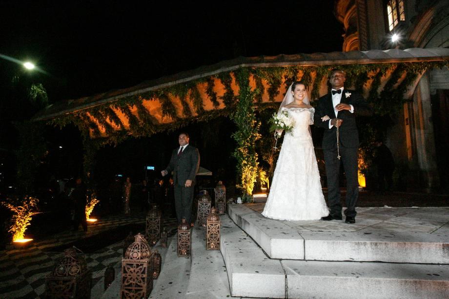 Os noivos, que organizaram festa para mais de 600 convidados