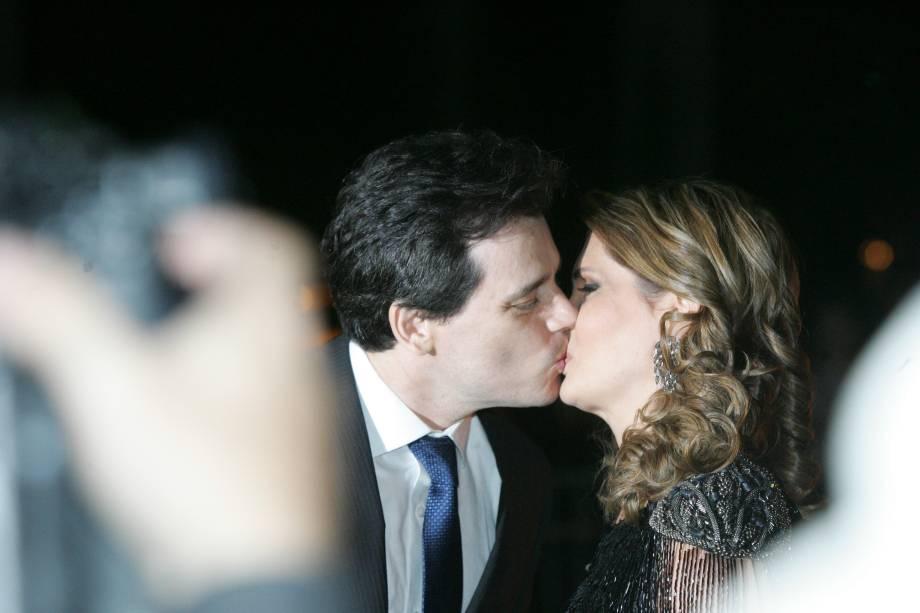O apresentador Celso Portiolli e sua mulher