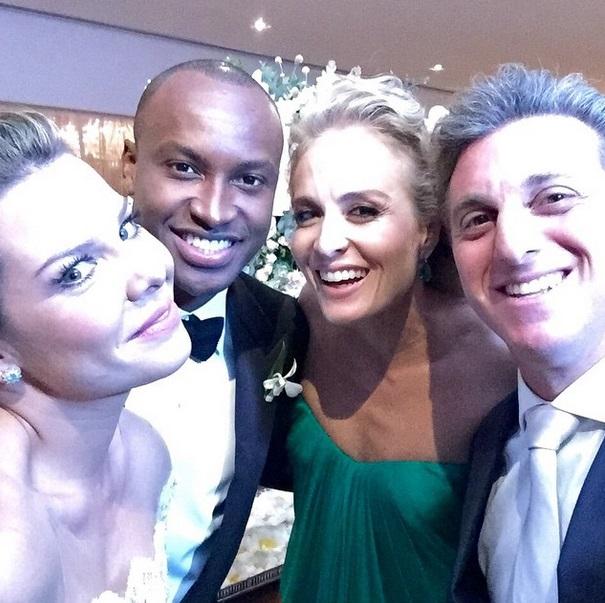 Outro selfie de Fernanda, Thiaguinho e o casal Luciano e Angélica