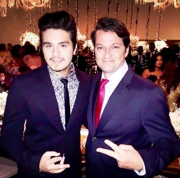 Luan Santana também postou foto ao lado do ator Marcelo Serrado