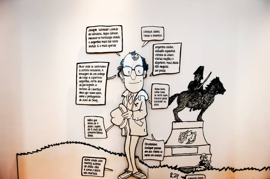 Autor da história em quadrinho, o cartunista Quino também ganha espaço na exposição