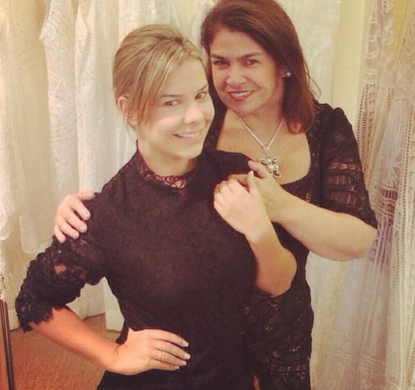 Com Martha Medeiros, responsável pelo vestido