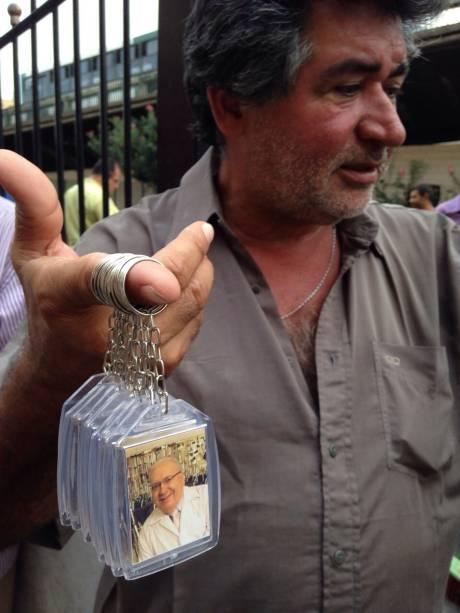 Chaveiros com o rosto do missionário estavam sendo vendidos a 5 reais