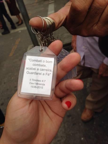 Chaveiros à venda na porta do templo