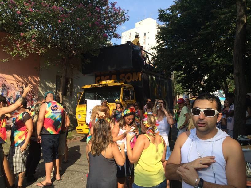 Marchinhas animavam o público no bloco Os Madalena