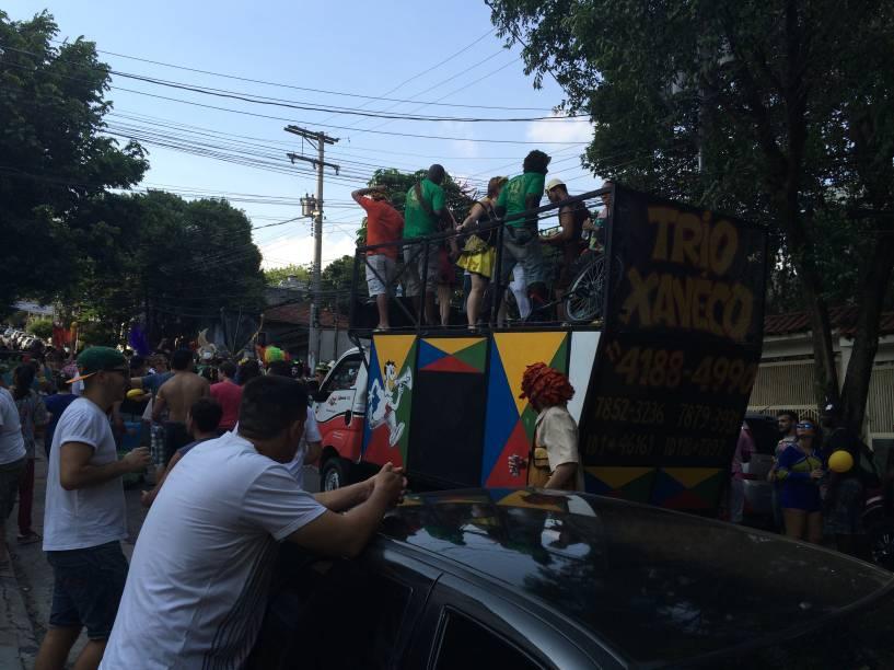 Trio Xaveco animou os foliões daBanda Carnavalesca Macaco Cansado