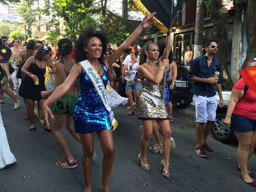 Rainha de Bateria e Porta-bandeira daBanda Carnavalesca Macaco Cansado