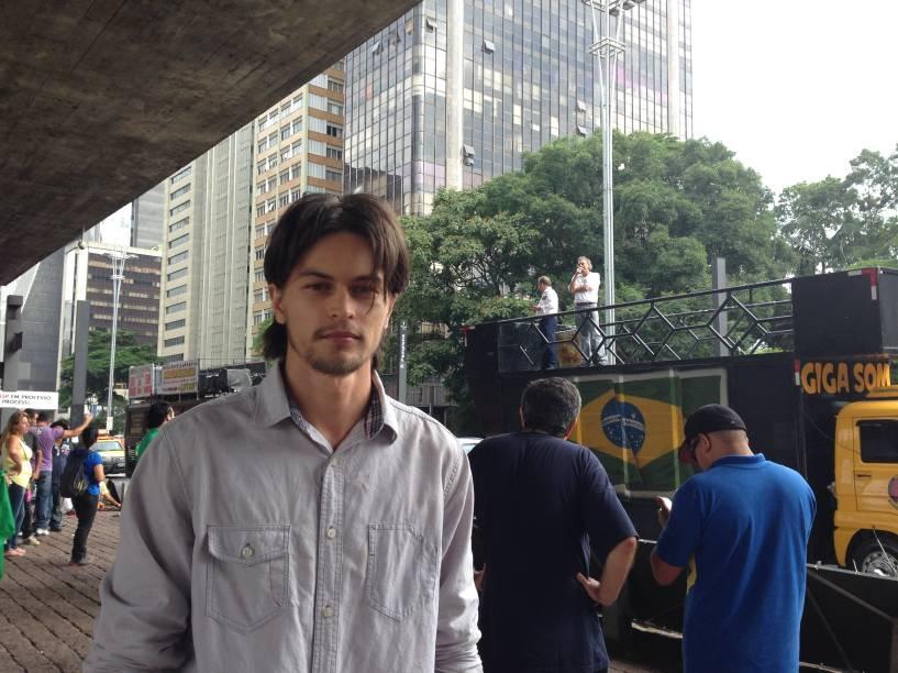 O modelo Bryan Marczewski, de 23 anos, apoia a intervenção militar no Brasil