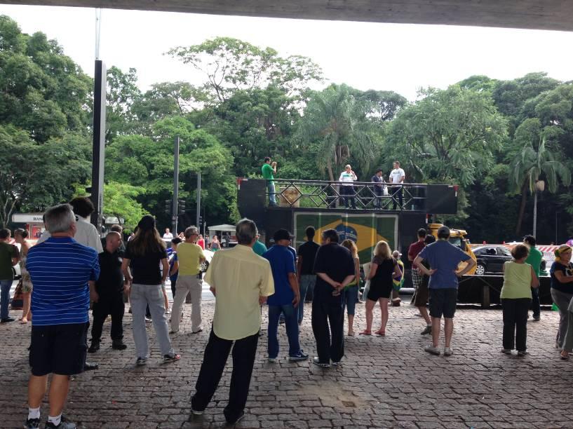 Público acompanhou protesto embaixo do vão do Masp