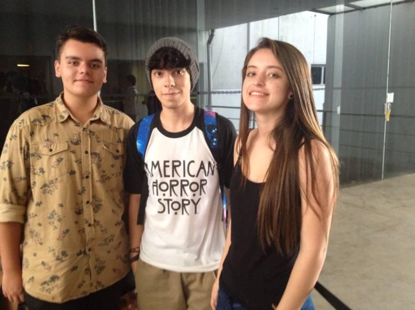 Enrico Moscatelli, de 17 anos, Felipe Bouzane, 19, e Fernanda Prianti, 17: camiseta da série