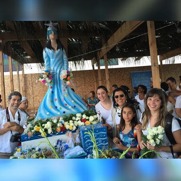 Regina Casé foi até a Bahia para homenagear a deusa