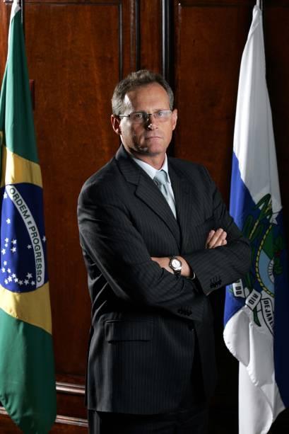 """Há uma verdadeira nação de criminosos que se criou no Rio de Janeiro"""" - José Mariano Beltrame, secretário da Segurança Pública do Rio, após os inúmeros casos vítimas de balas perdidas registradas no estado"""