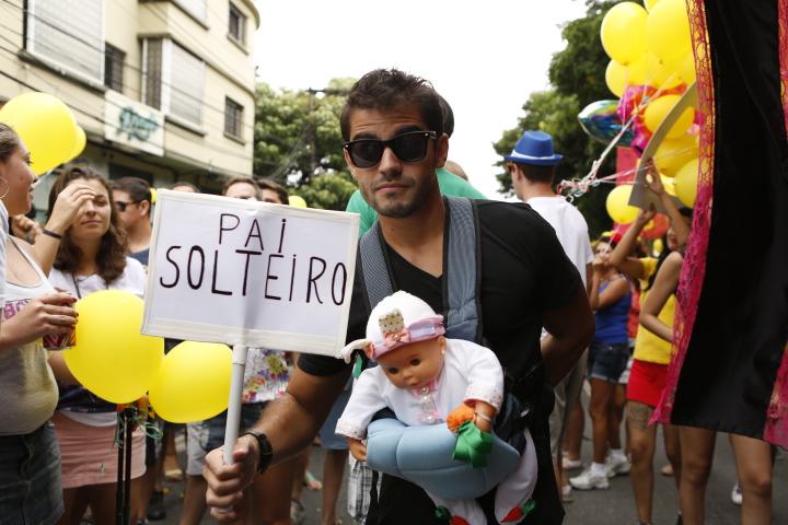 Folião no bloco Fogo e Paixão, no sábado (31)