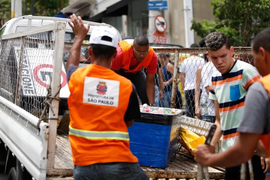 Bebidas vendidas em garrafas são apreendidas na Vila Madalena
