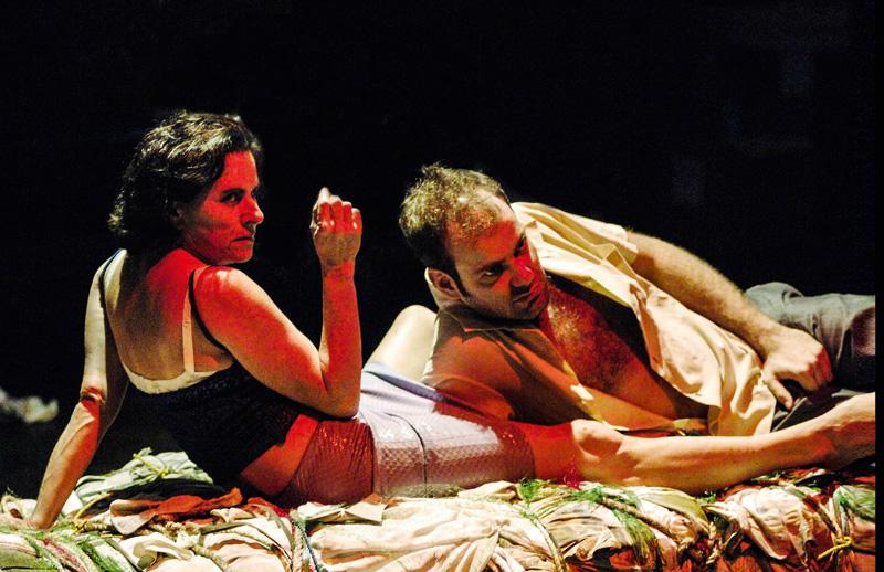 Em Oração para um Pé-de-Chinelo (2005) com Marat Descartes: prêmios Shell e APCA