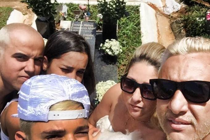 mc-gui-selfie-cemiterio.jpeg