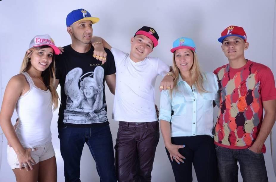 A família Castanheira: Stefani (irmã), Rogério (pai), MC Gui, Claudia (mãe) e Gustavo