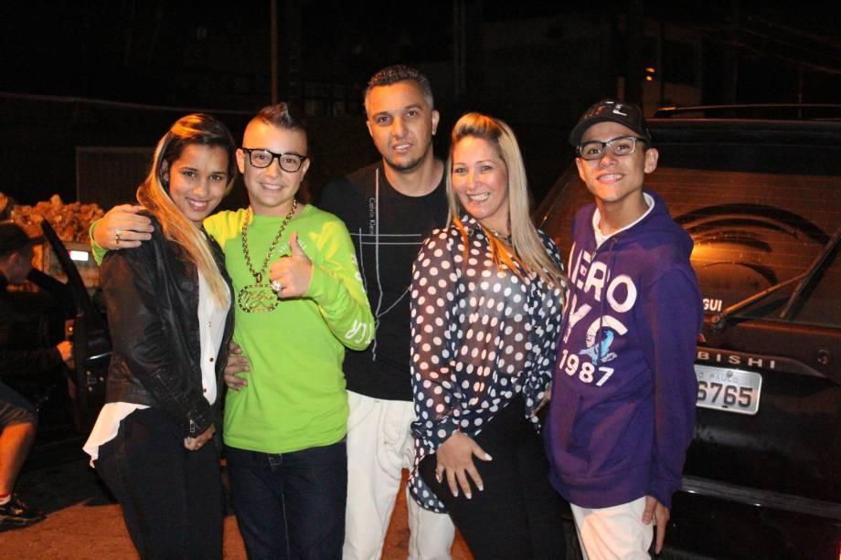 MC Gui com os irmãos Gustavo e Stefani, a mãe, Claudia, e o pai, Rogério