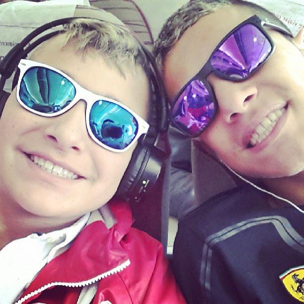 MC Gui e o irmão Gustavo viajando juntos