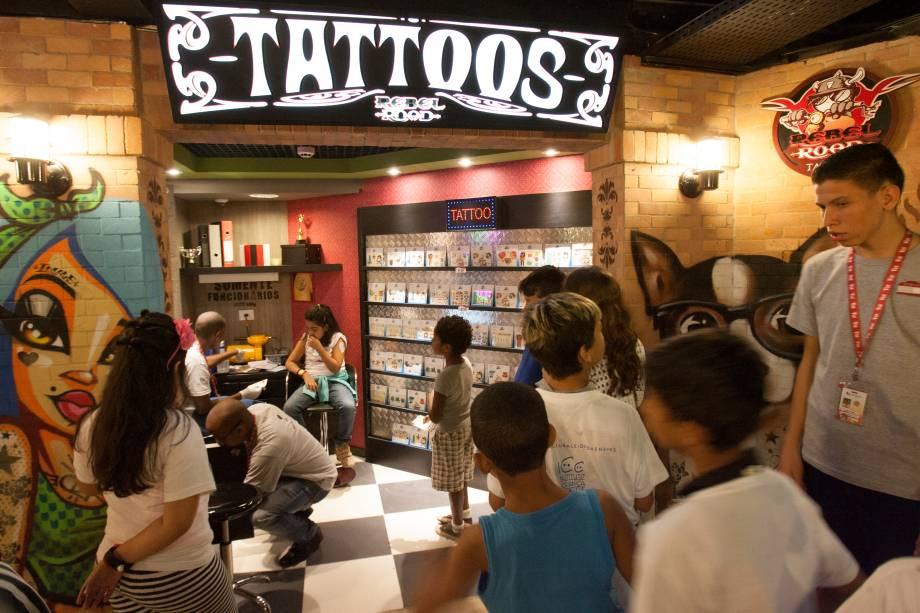 Um salão de tatuagem está entre as 52 atrações