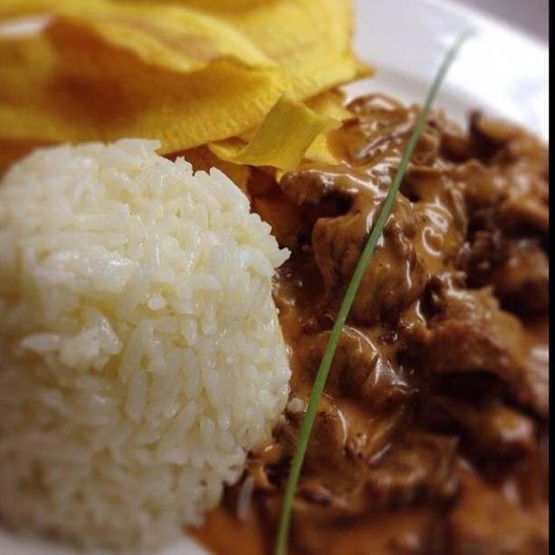 Carlos Bertolazzi: estrogonofe com arroz e batata palha