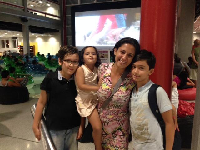 A família da comerciante Fabiana Silva foi conferir o filme