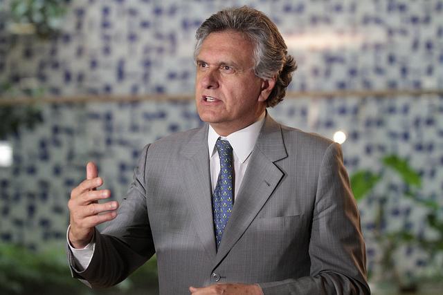 """Em vez de se comportar como ministro, Kassab adota postura de cafetão e acha que deputados são garotas de programa"""" - Ronaldo Caiado, senador eleito por Goiás, no Twitter, sobre a tentativa do ministro das Cidades de criar o Partido Liberal"""