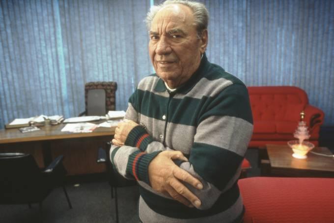 samuel-klein-presidente-da-rede-de-lojas-casas-bahia-em-seu-escritorio.jpeg