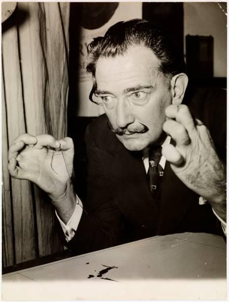 O artista Salvador Dalí em 1956