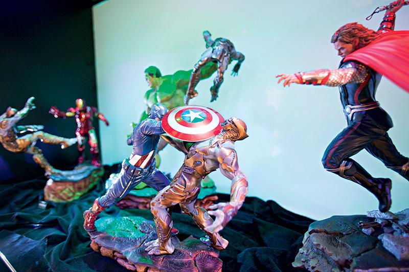 Reprodução de cena de Os Vingadores: estatuetas totalmente articuláveis permitem diversas configurações