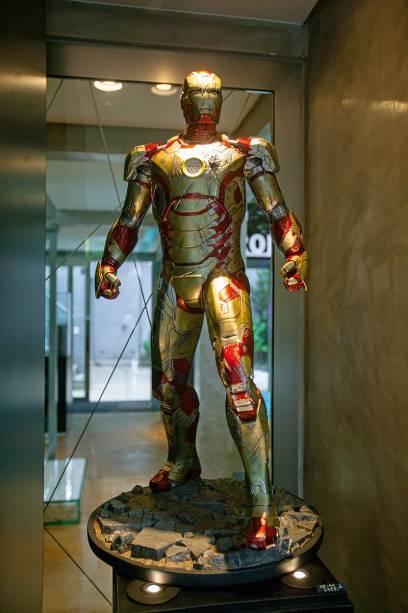 Armadura do Homem de Ferro com escoriações de batalha: 5 499 reais