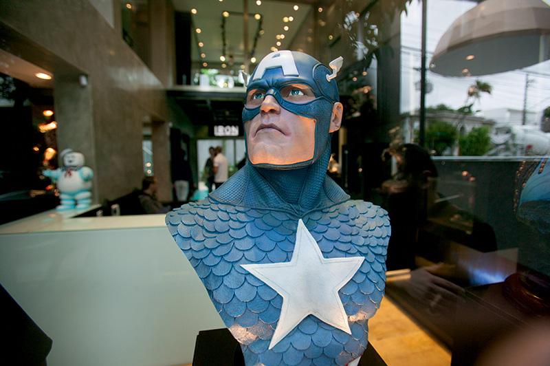 Busto do Capitão América com o uniforme original dos quadrinhos