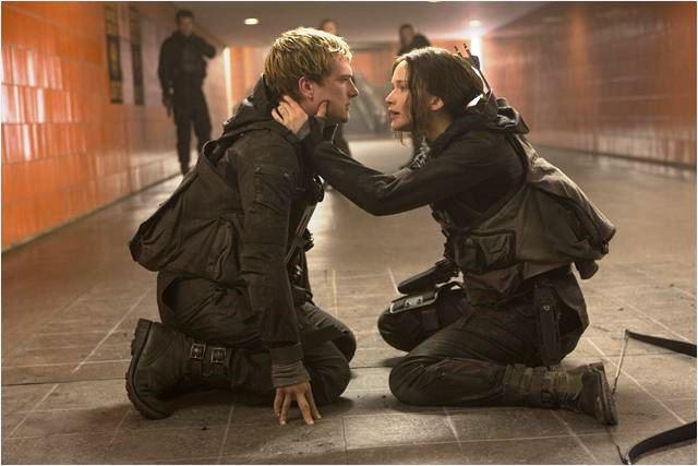 Jogos Vorazes: A Esperança - O Final: os jovens atores Josh Hutcherson e Jennifer Lawrence