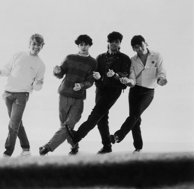 Hoje banda de apoio do late show <em>The Noite com Danilo Gentili</em>, do SBT, o Ultraje a Rigor já foi grande e relevante. <em>Nós Vamos Invadir Sua Praia</em> (1985) tem músicas que fazem parte do inconsciente coletivo até hoje: a faixa-título, <em>Mim Quer Tocar</em>, <em>Ciúme</em>, <em>Inútil</em>, <em>Marylou </em>e <em>Eu Me Amo</em>. O conjunto está há doze anos sem um disco de inéditas.