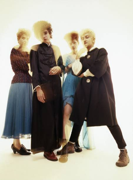 Sombrias e minimalistas, as Mercenárias são exemplo do ótimo pós-punk que se fez por aqui na década de 1980 e tão bem se encaixou a cidade. Pegando referências de bandas como Siouxsie and The Banshees e The Slits, o quarteto lançou o excelente <em>Trashland</em>, produzido por Edgard Scandurra, em 1988. Pouco depois, a gravadora EMI encerrou o contrato com a banda e o grupo se separou, tendo se reunido com outra formação recentemente.