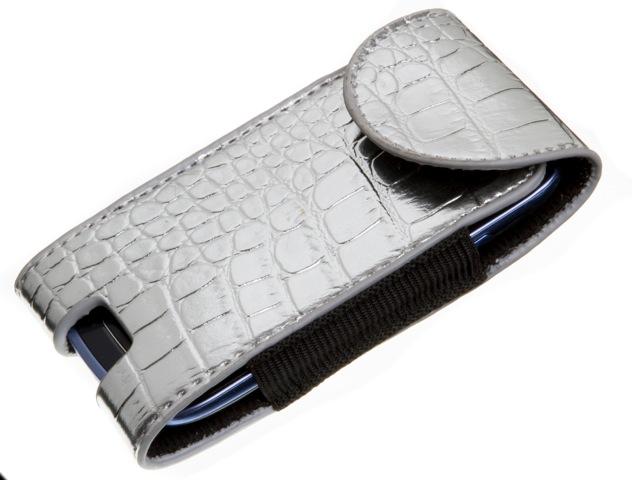 Daiso: porta celular de couro sintético (R$ 6,90)