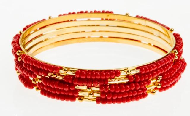 Paris Bijoux: jogo de cinco pulseiras coral (R$ 1,50)