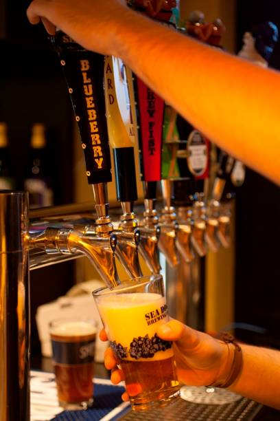O misto de loja e bar Get Your Beer serve chopes no local