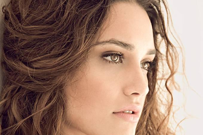 A atriz Débora Nascimento