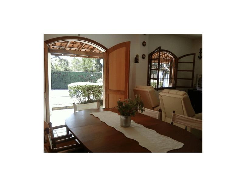 Casa em Maranduba, litoral norte, anunciada no Max Temporada: a 150 metros da praia, preço sob consulta