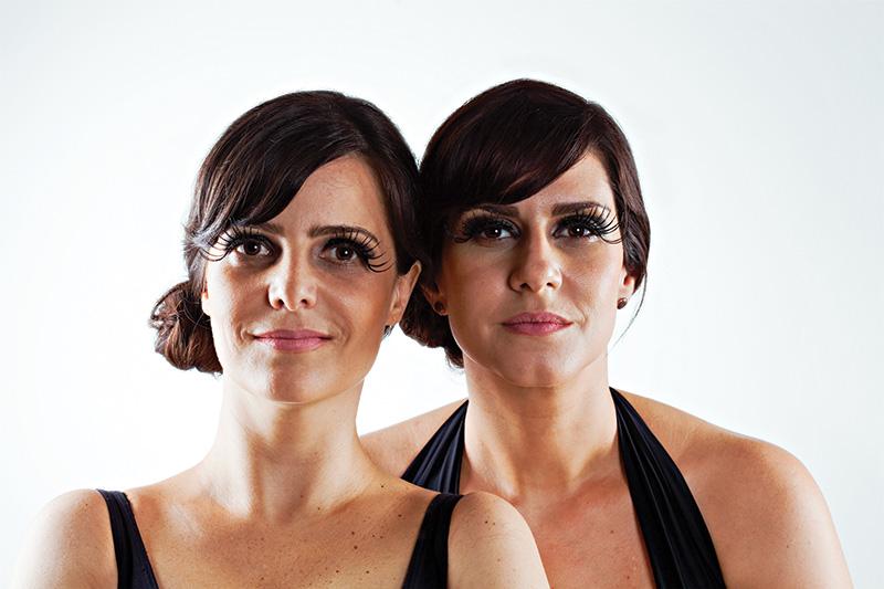Juliana Araripe e Camila Raffanti na comédia Afrodite Já Tinha Celulite